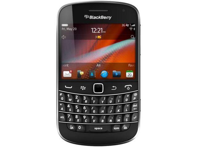 obsah balení BlackBerry 9900 Bold Black QWERTY + záložní zdroj Belkin 2200mAh (vč. microUSB kabelu)