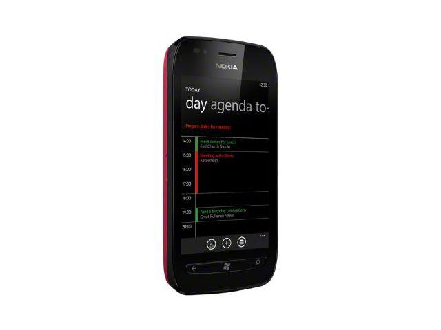 obsah balení Nokia Lumia 710 Black/Fuchsia + záložní zdroj Nokia DC-16 ZDARMA